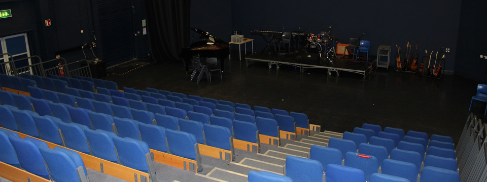 Regular_chorlton_theatre_3jpg