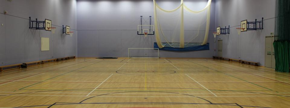 Regular_oasis_media_-_sports_hall_slide