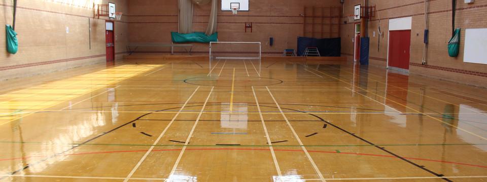 Regular_ashton_-_sports_hall_slides