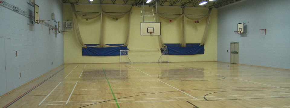 Regular_hayfield_-_sports_hall_1_sl