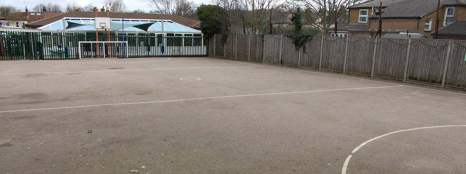 Regular_manor_park_-_tarmac_muga_1