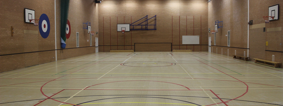 Regular_thomas_becket_-_sports_hall_1_sl