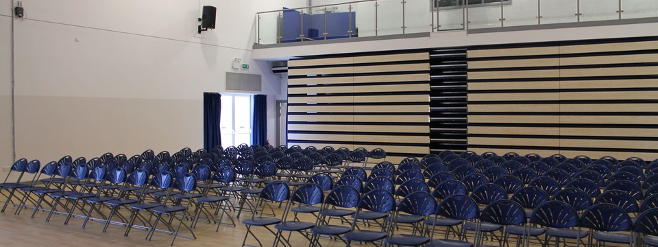 Regular_kings_hall_auditorium_sl