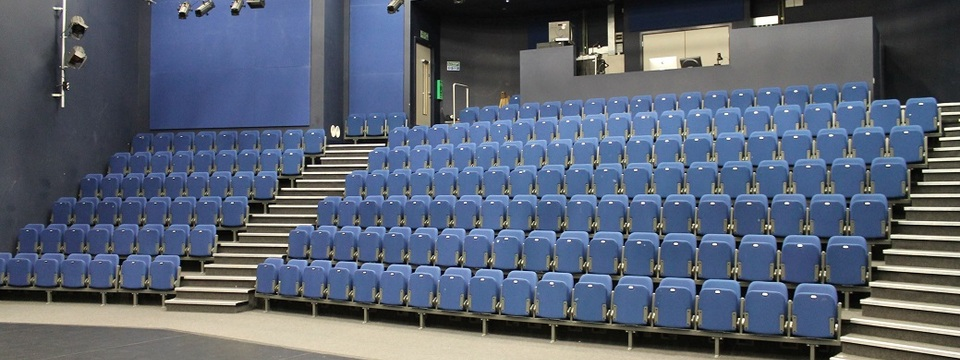 Regular_theatre_seating_1