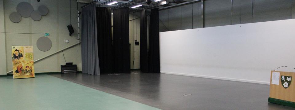 Regular_south_craven_large_theatre_sl