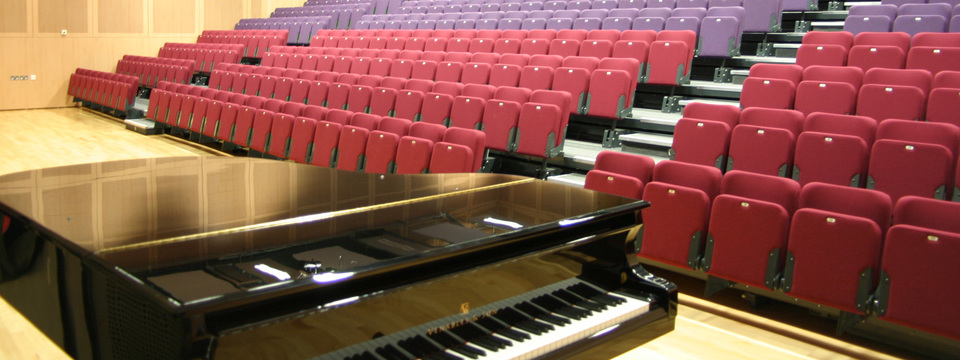 Regular_carleton_theatre_piano_sl
