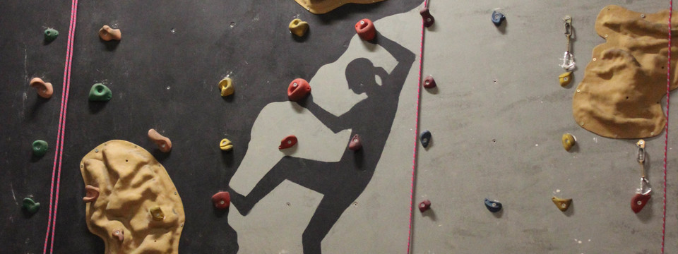 Regular_putteridge_climbing_wall_2_sl