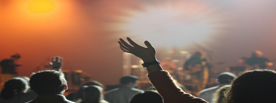 Regular_pop_concert_audience